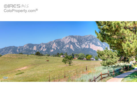 4452 Greenbriar Blvd, Boulder CO 80305