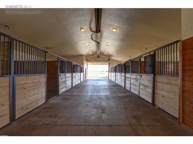 Breezeway in breeding barn