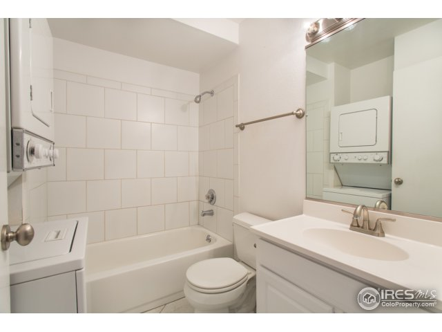 upper bathroom with washer/dryer