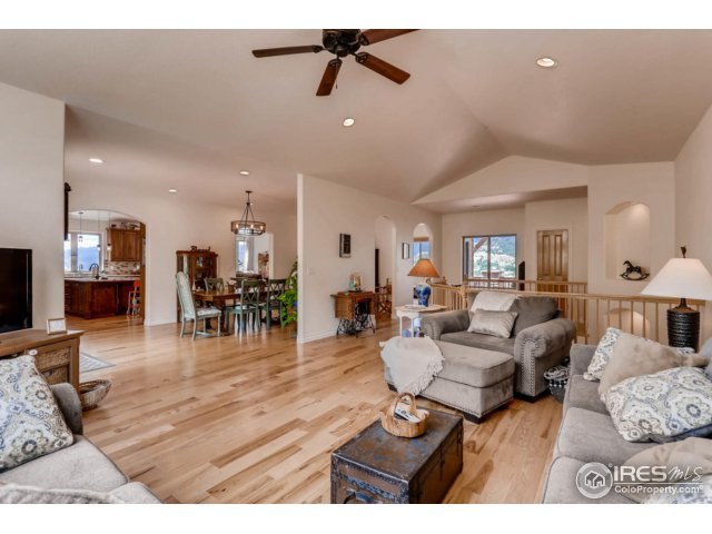 Bright & Open Floorplan w Hickory Wood Floors