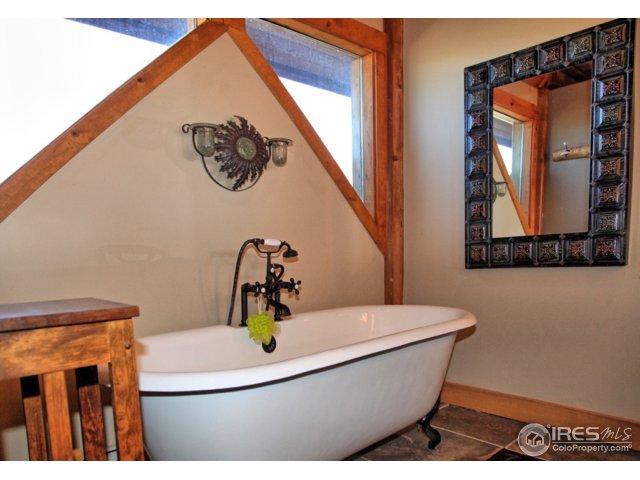Jack and Jill Bathroom Tub