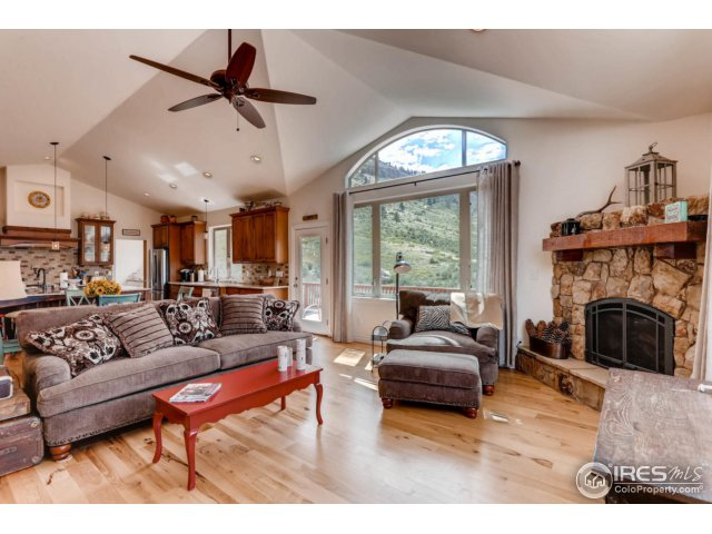 Gorgeous Family Room w Gas Fireplace