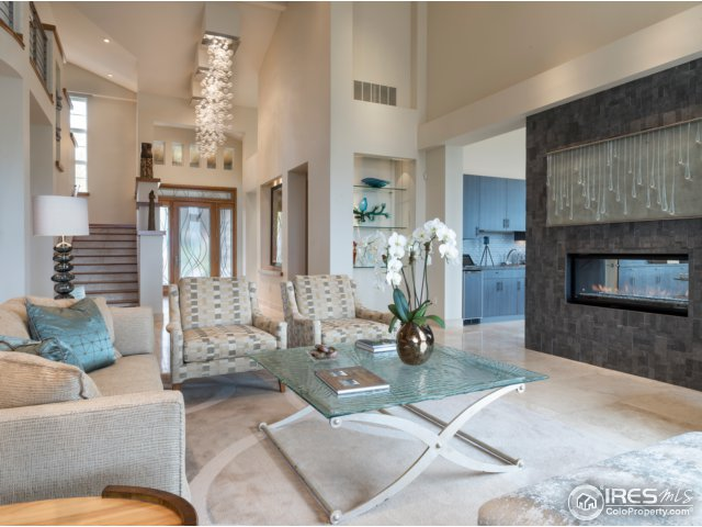 2-story ceilings make for a dramatic great room