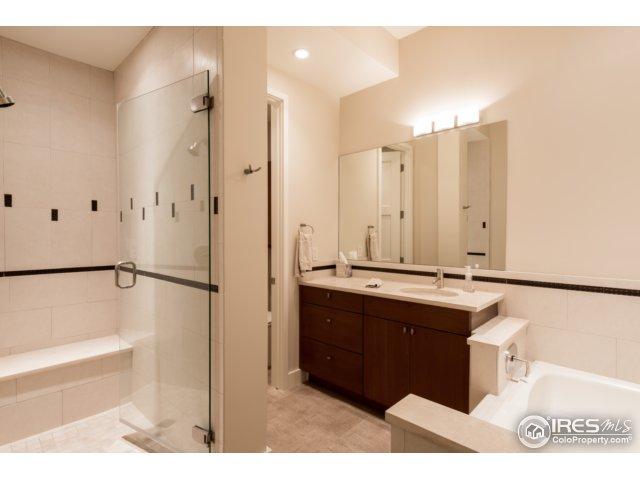 2nd en-suite, 3-piece bathroom
