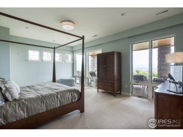 2nd Master suite w/5-piece bath