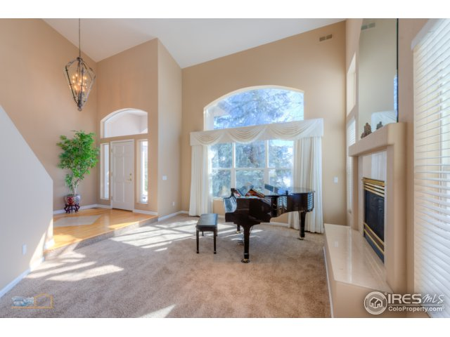 formal living room w/gas fireplace