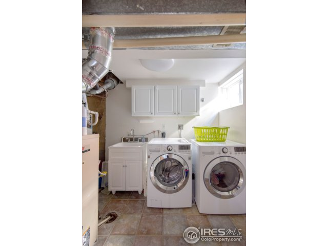 laundry room with utility sink