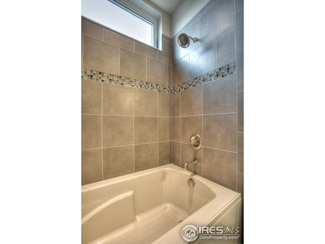 4672 Hahns Peak Dr Unit 203 Loveland, CO 80538 - MLS #: 844290