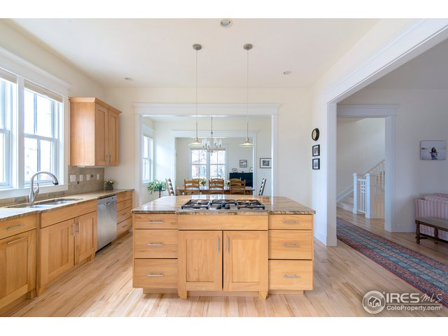 Large & spacious chef's kitchen