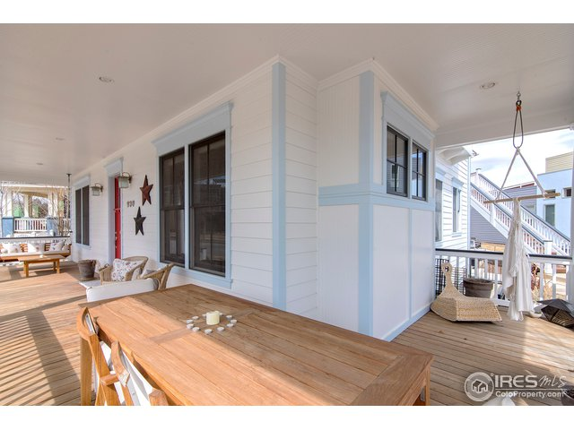 covered wraparound porch
