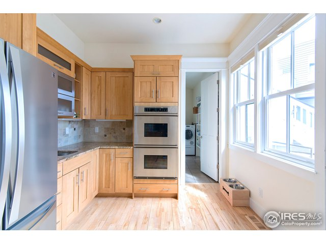 double ovens, extra sink station & walk-in pantry