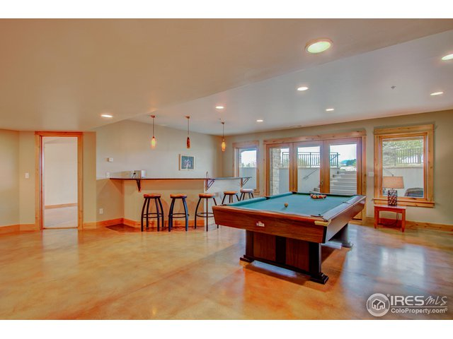 Huge Recreation room with wet bar & pool table