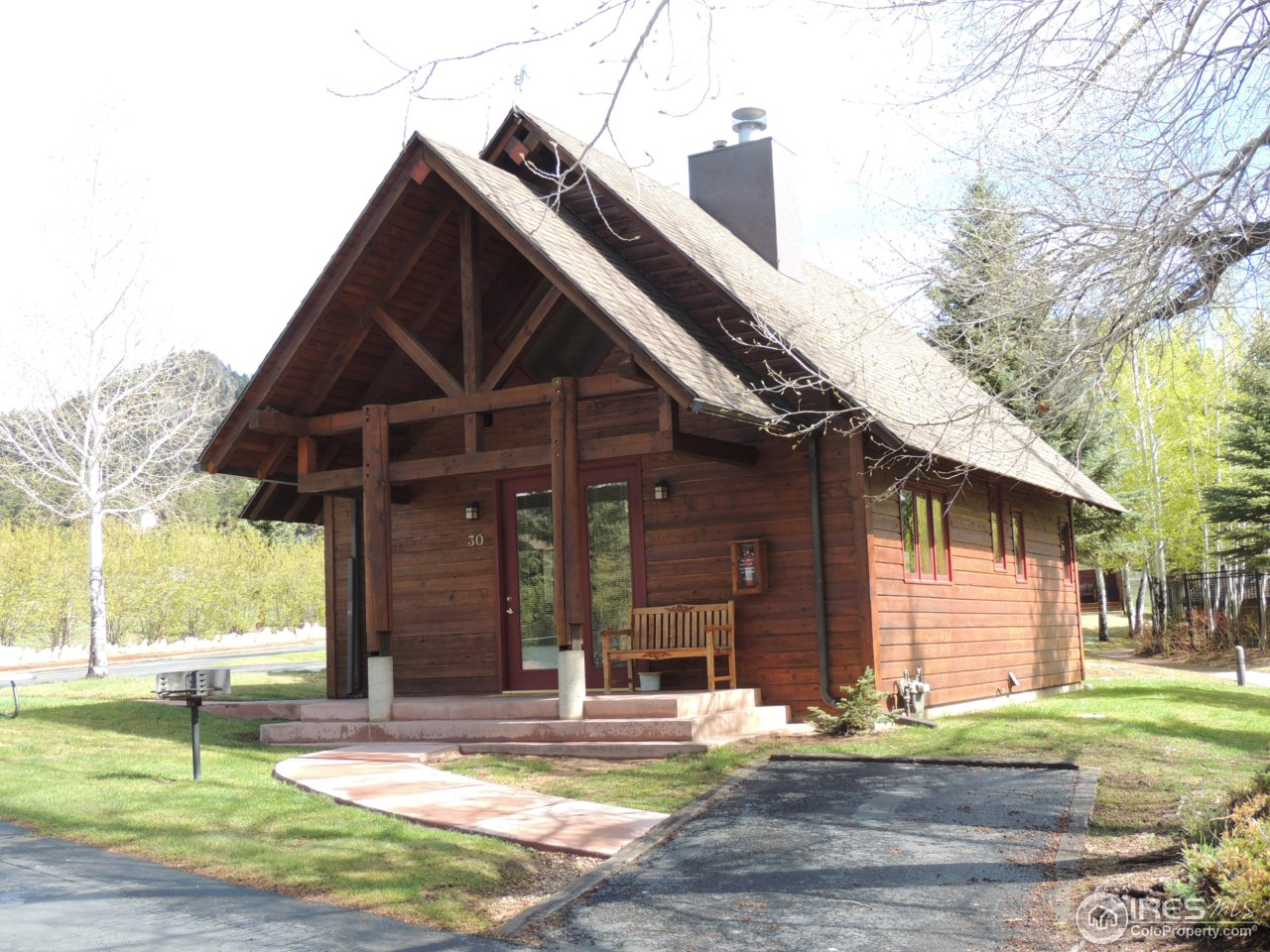 cabins balcony rentals hot estes a the of from brynwood view on river s cabin park with tub c chicadee