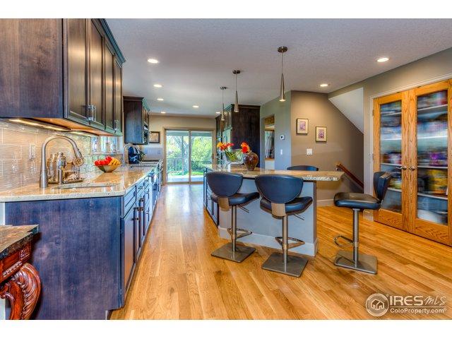 Gorgeous, large kitchen