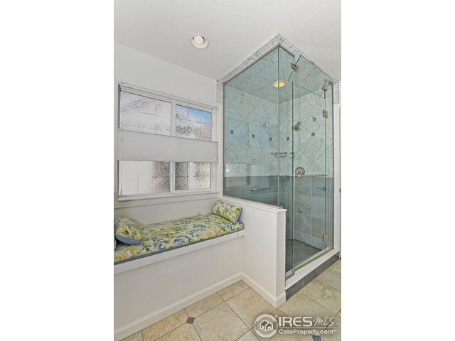 Updated in 2007, steam shower and lovely master BA