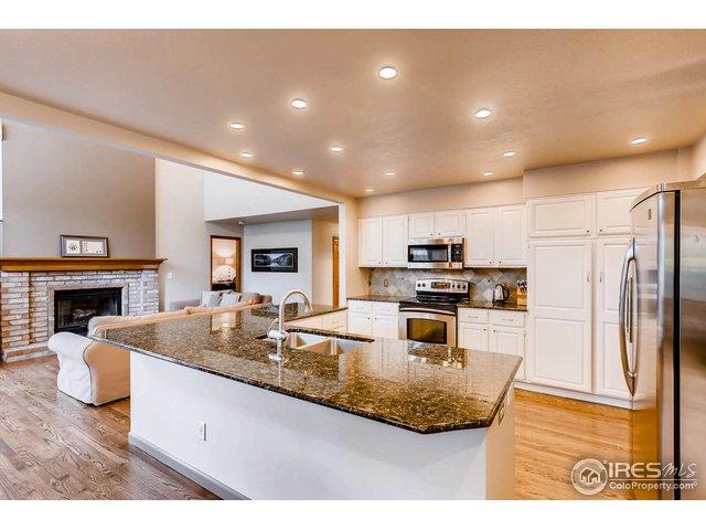 open floor plan to livingroom