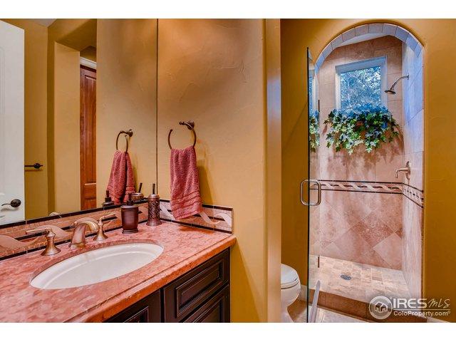 Main Floor Bath w/ Shower