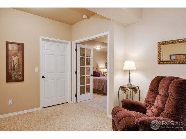 Basement Guest Suite w/ spacious sitting area
