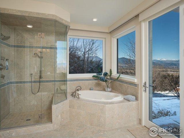 2nd Master suite 5-piece bath