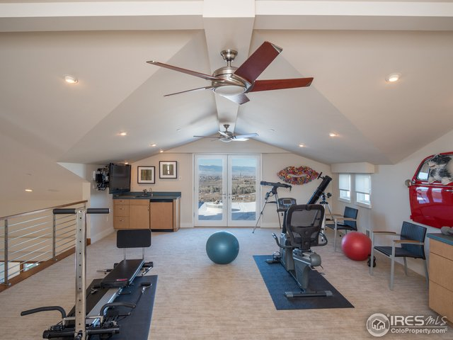 Upper level work-out room w/balcony & firepit