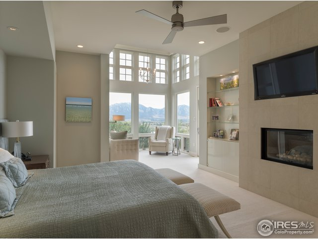 Luxurious master bedroom w/fireplace, reading room
