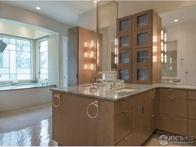 His & her vanities, bathtub w/custom stain glass