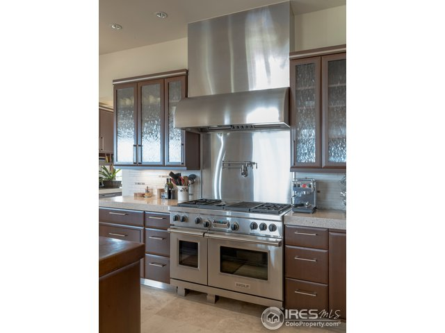 Wolf range w/gas cooktop, griddle & infrared grill