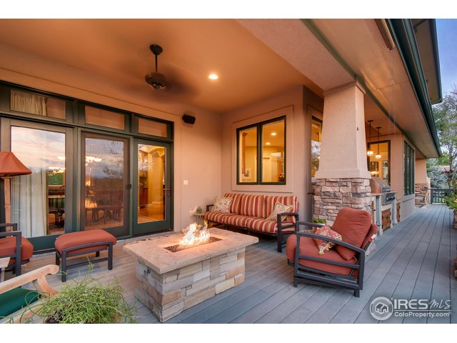 Covered Back Deck w/ Gas Firepit
