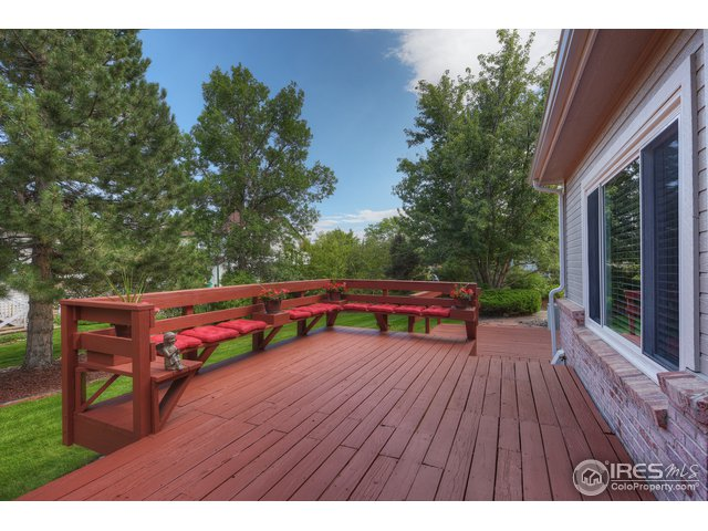 Large rear deck with builtin benches