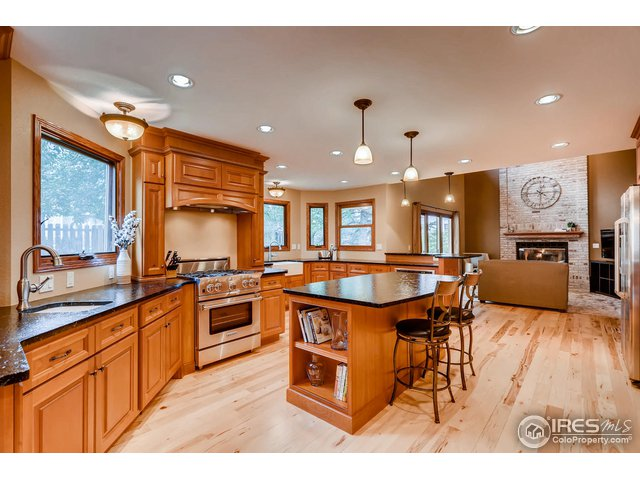 Custom kitchen, professional grade SS appliances