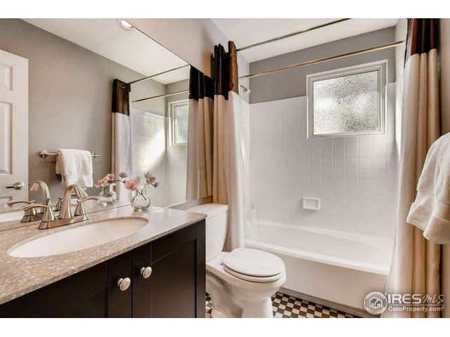 2nd bedrm on-suite bath