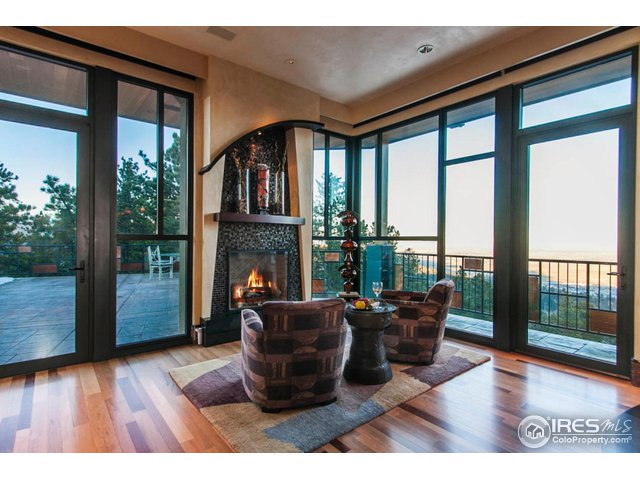 FIRESIDE BREAKFAST NOOK WITH MAGNIFICENT VIEWS