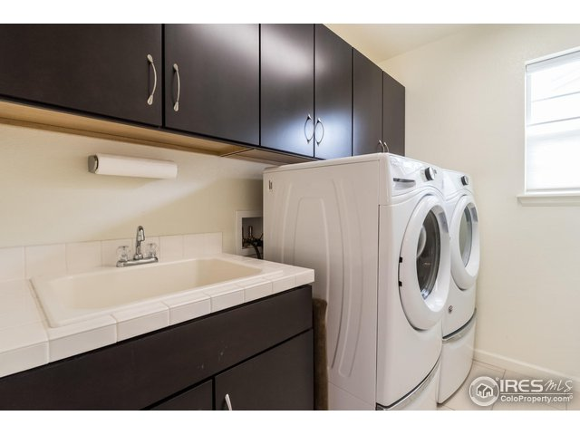 LAUNDRY WITH STORAGE
