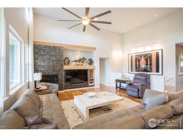 spacious & bright living room