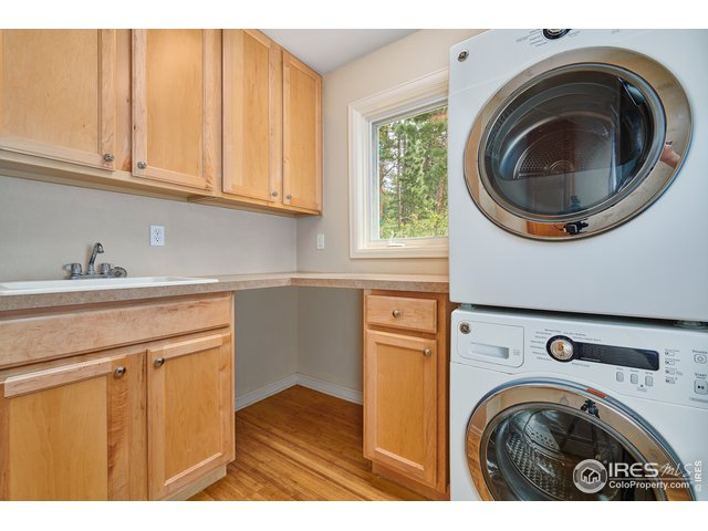 Huge laundry room with sink