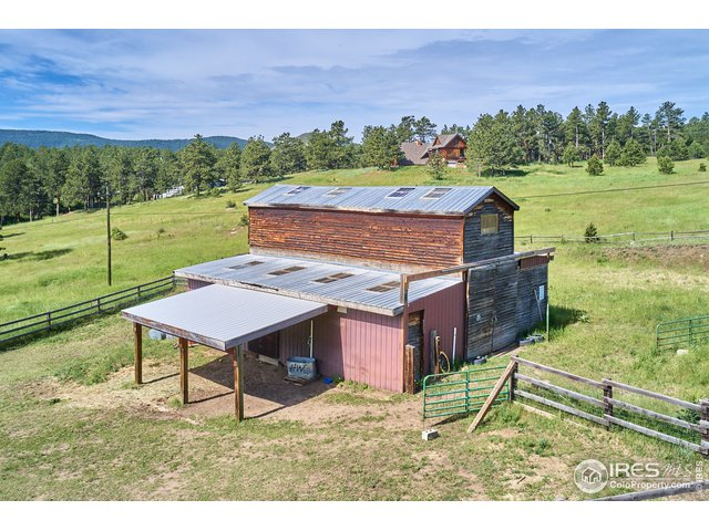 Huge 2 stall barn with additional storage