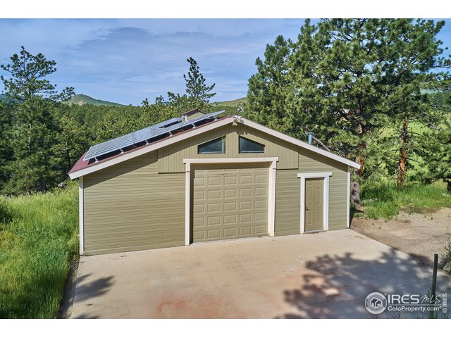 Detached 2 car garage with 3 phase power