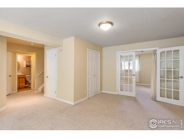 Large lower level rec room with daylight windows