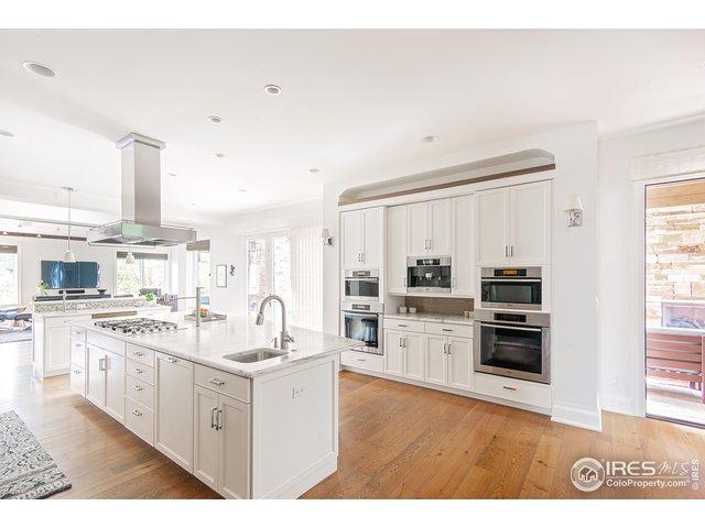 Entertain in this large kitchen w/outdoor kitchen