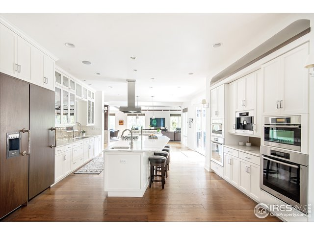 Host family gatherings in this gourmet kitchen wit