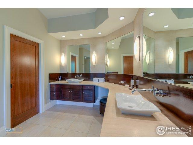 Spa like master bath w/ steam shower