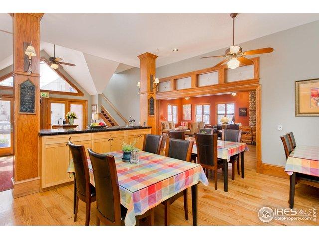 Spacious Breakfast/Dining Room